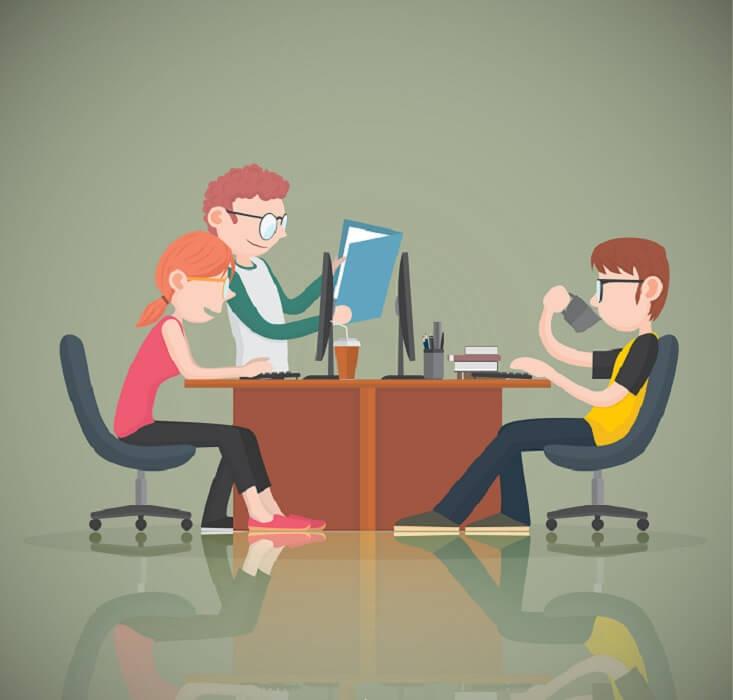 Oficina con profesionales redactando